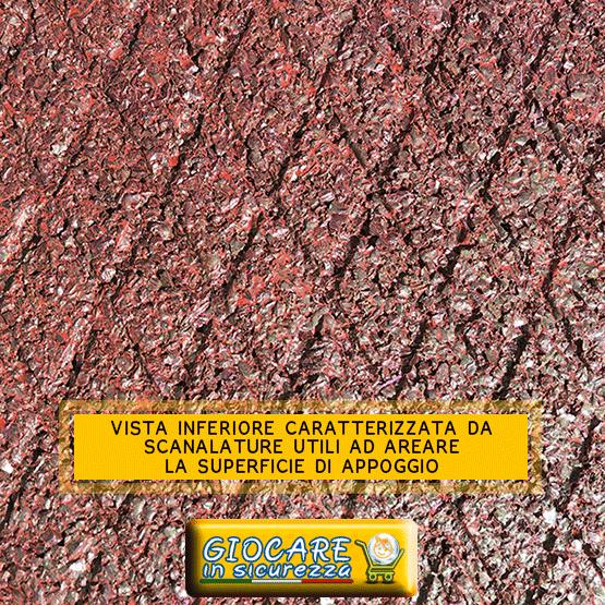 Scanalature sotto il rosso pavimento in gomma utili per evitare muffa creando aerazione