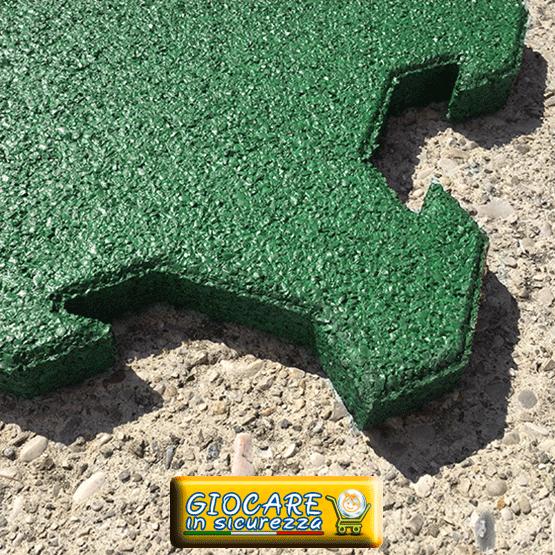 Sistema ad incastro per il pavimento di gomma modulare e di colore verde scuro