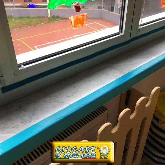 Angolare azzurro finestra aula scuola