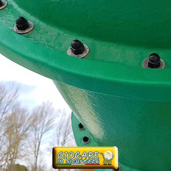 Protezione paraspigolo circolare applicata a tubo di metallo