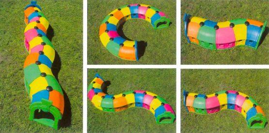 Componenti vari del gioco-trenino per bambini composto da plastica resistente