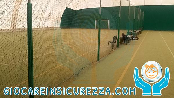 Paletti di ferro rivestiti da gomma protettiva antitrauma ideale per impianti sportivi all'aperto o al chiuso