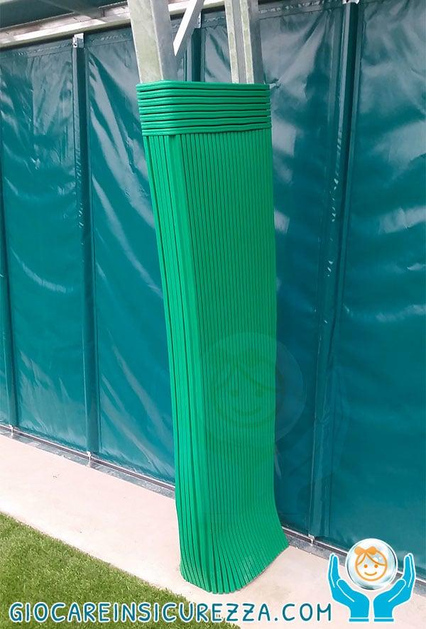 Protezione per copertura di struttura ad arco in acciaio reticolare per campo polivalente al coperto