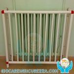 Protezione per termosifone su misura con il copritermosifone in plastica per caloriferi