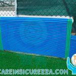 Protezione sportiva su muretto in campo da calcio