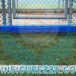 Accesso al campo sportivo con rivestimento in gomma antitrauma applicato su cordolo in cemento
