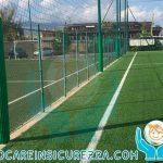 Paracolpi di sicurezza colore verde per pali di illuminazione a bordo campo da calcio