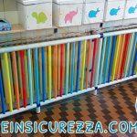 Copriradiatore colorato installato in un aula di una scuola primaria