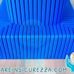Protezione antiurto blu in gomma per basamento di putrelle/trave IPE all'interno di un palazzetto sportivo