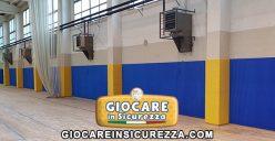 Protezioni di colore giallo antitrauma e su misura per pilastri e di colore blu per pareti totalmente su misura con posa/installazione a regola d