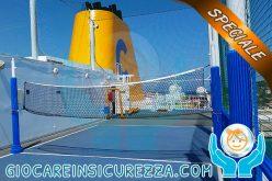 Pali con protezioni sportive applicare in un campo da pallavolo/volley