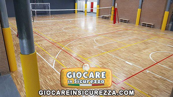 Protezioni sportive antitrauma di gomma morbida per colonne di cemento con copertura di gomma gialla ignifuga classe 1